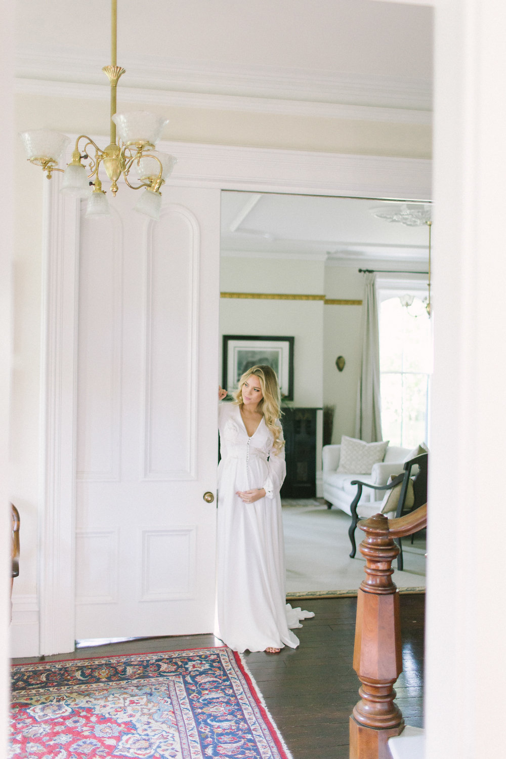 How to Look Elegant in Your Maternity Photos now on Cottage Hill cottagehill.co12.jpg