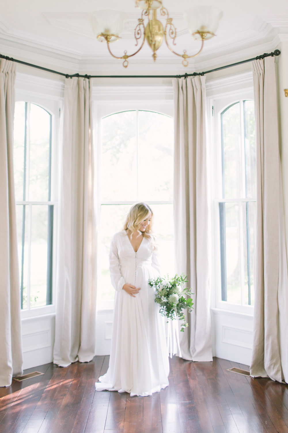 How to Look Elegant in Your Maternity Photos now on Cottage Hill cottagehill.co2.jpg