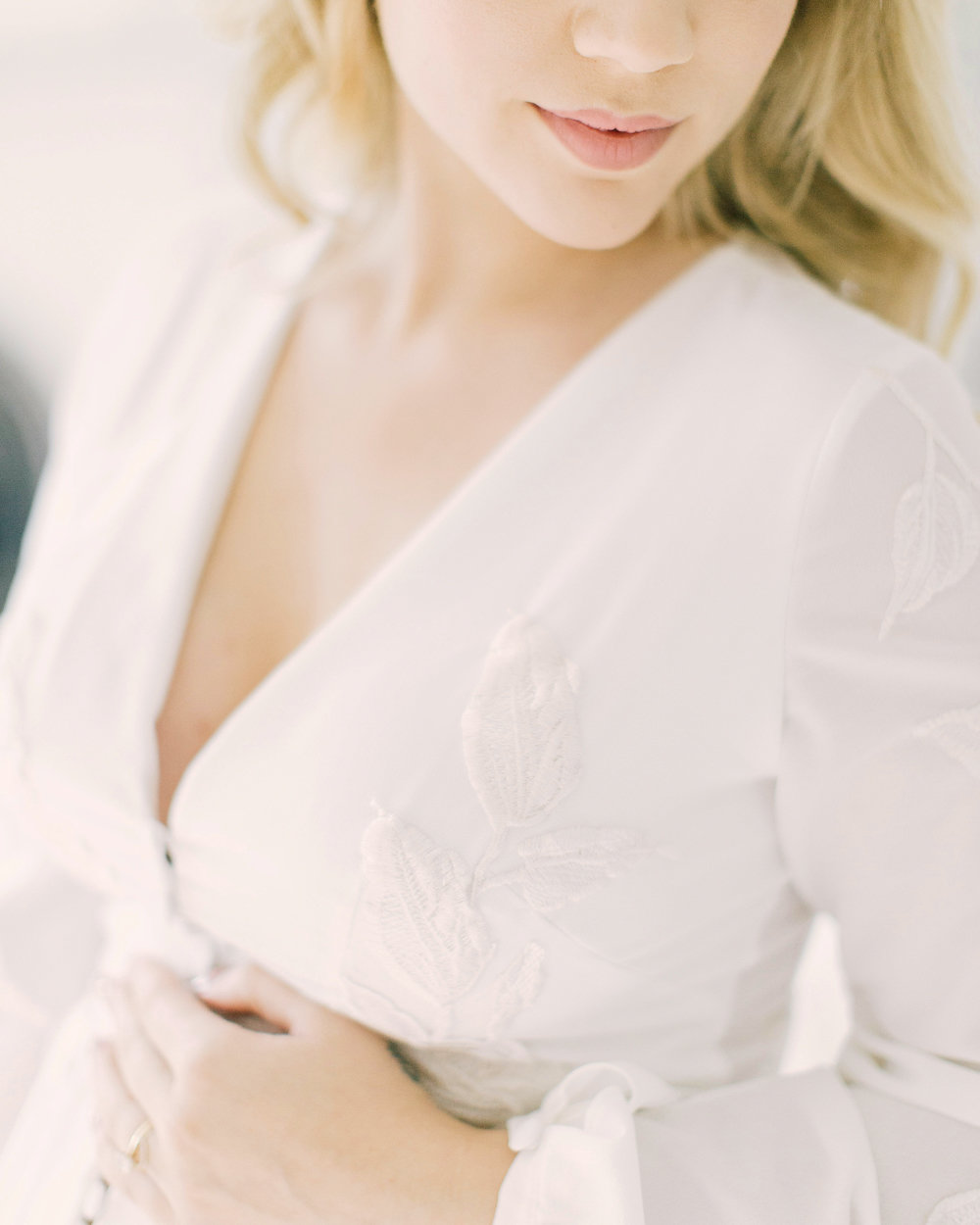 How to Look Elegant in Your Maternity Photos now on Cottage Hill cottagehill.co8.jpg