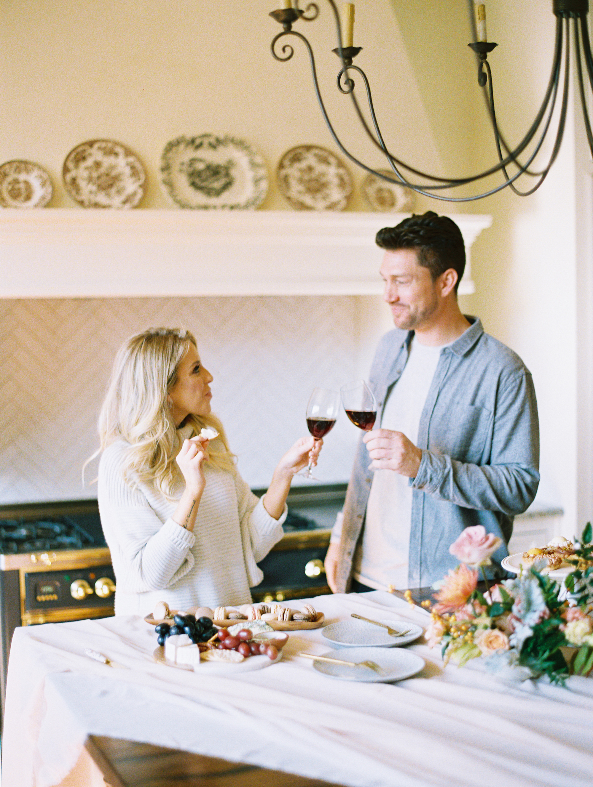 © Cottage Hill, LLC | Cozy Farmhouse Engagement | cottagehill.co15.jpg