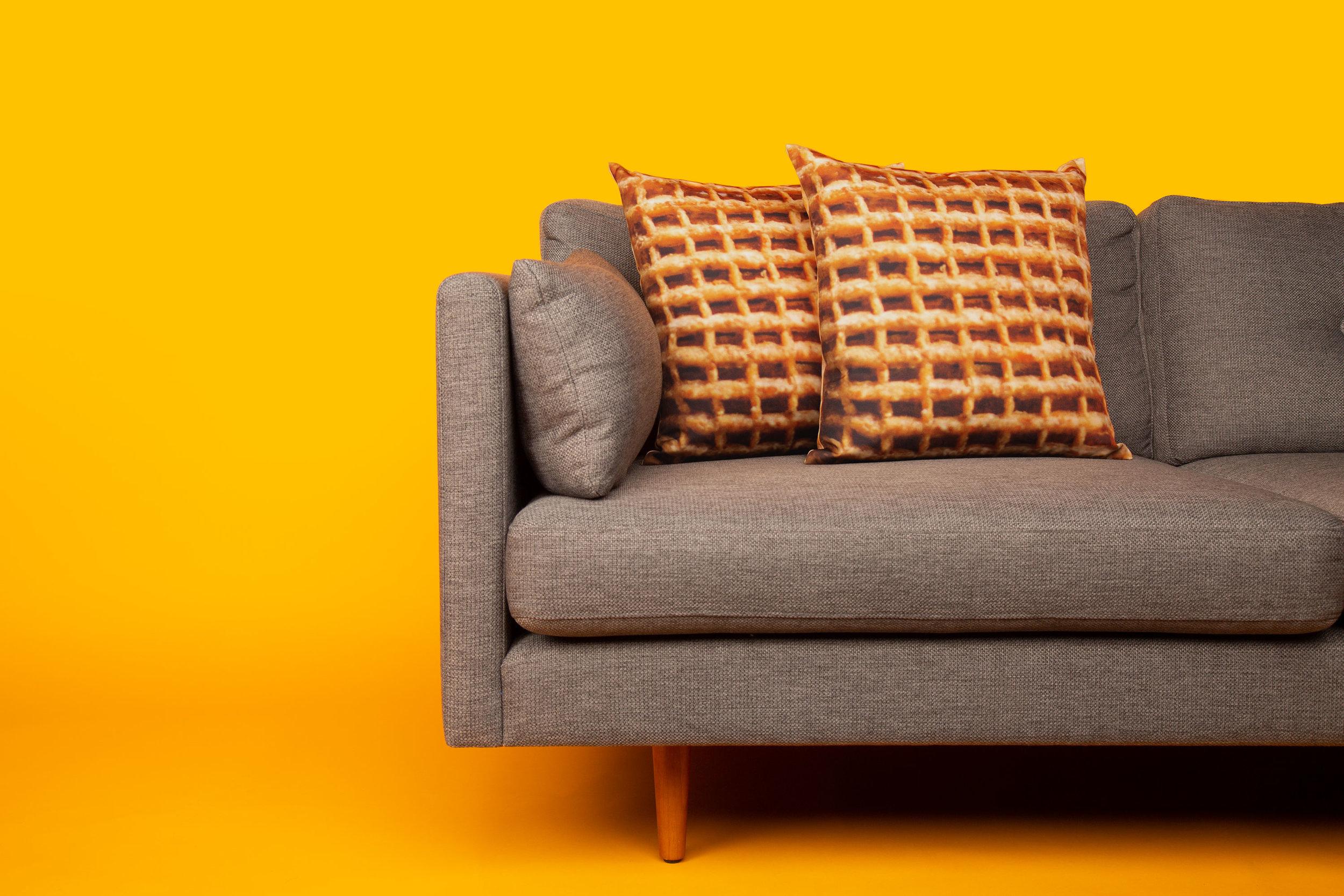 52825-Couch-Horz-1880-v2-sRGB.jpg