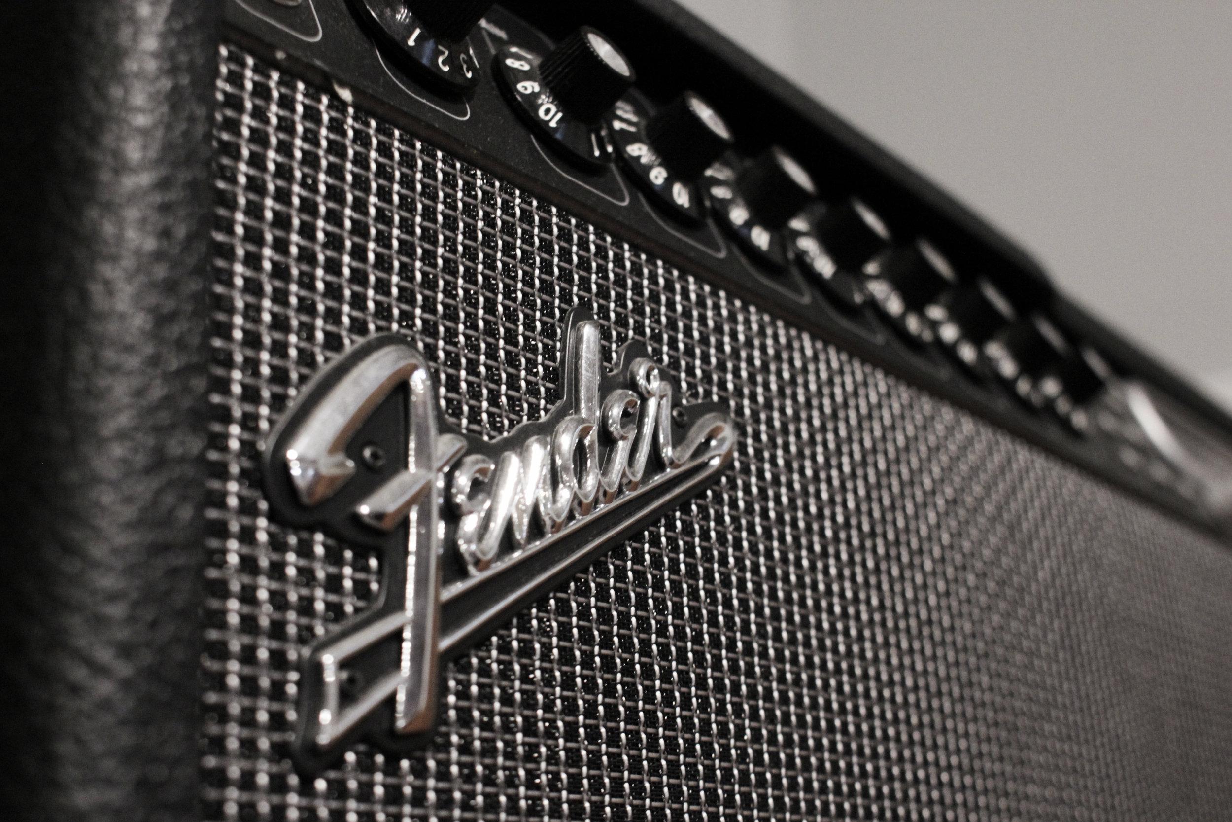 Fender 001.jpg