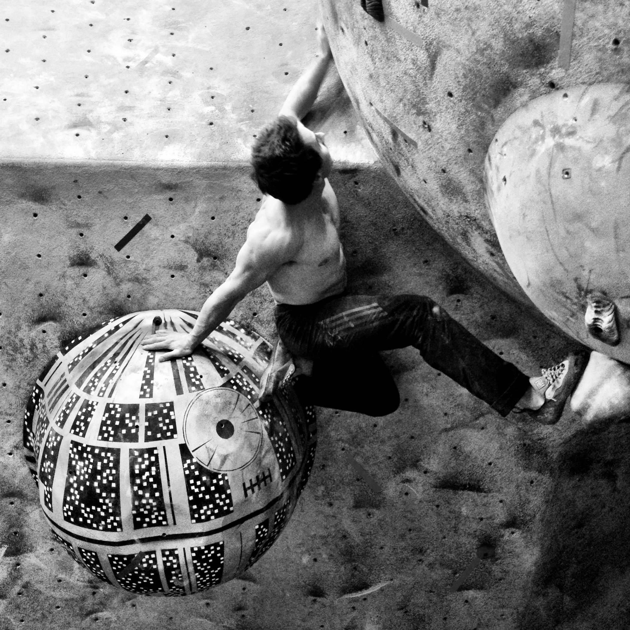 Carlo Traversi battles the Death Star and the corner.