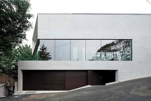 Glass and Concrete Modern House ITCHBAN.com.