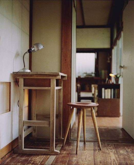 Wooden Desk and Stool ITCHBAN.com