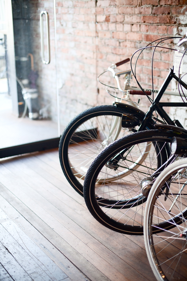 Bicycles and timber flooring ITCHBAN.com