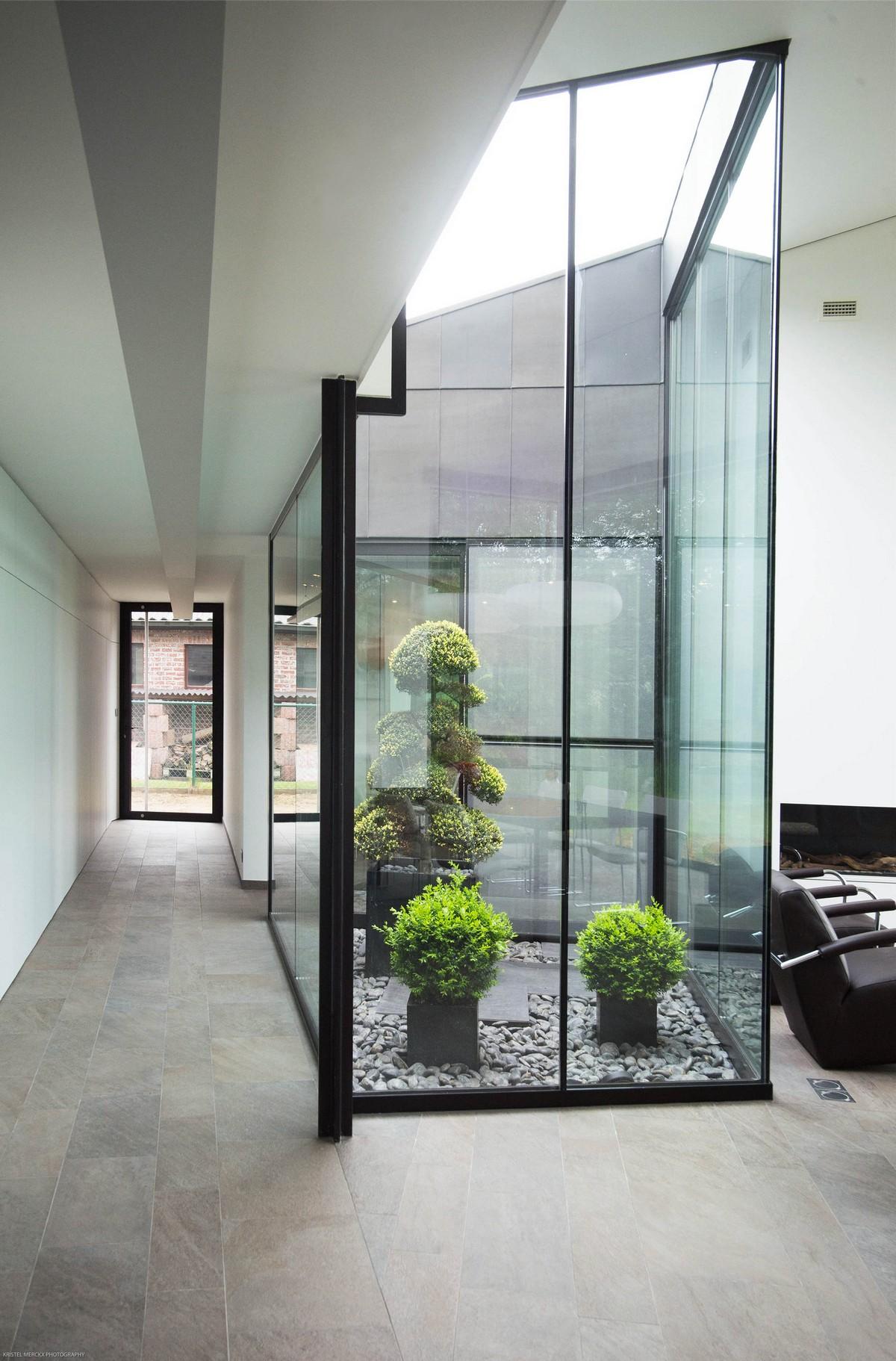 Enclosed garden courtyard ITCHBAN.com