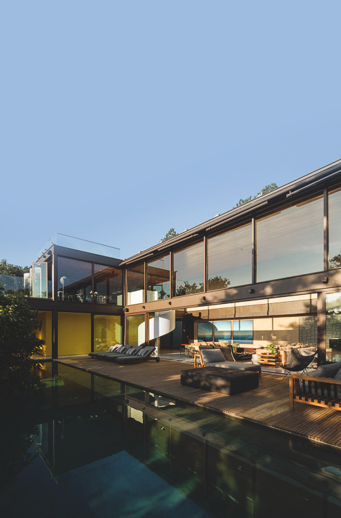 Modern house with cool pool ITCHBAN.com
