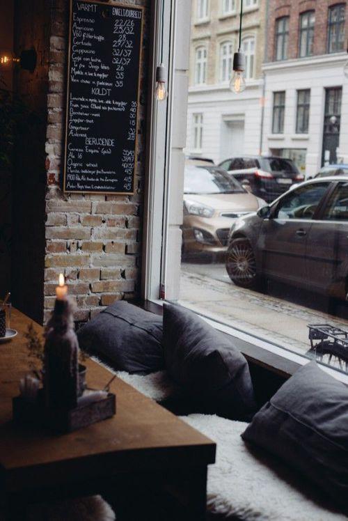 Nice cosy coffee shop window ITCHBAN.com