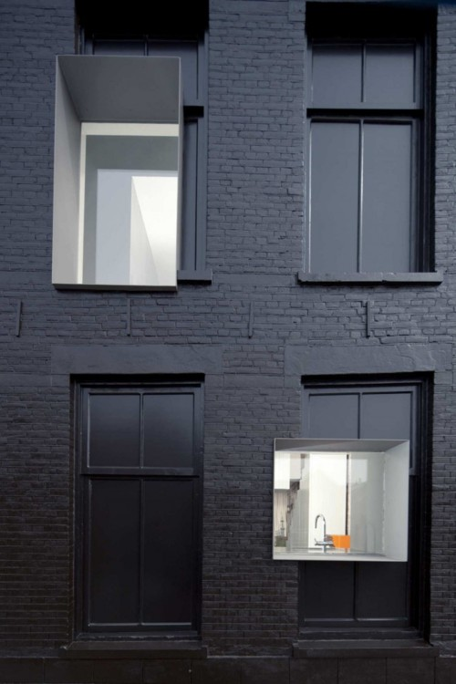 Black bricked modern apartment ITCHBAN.com