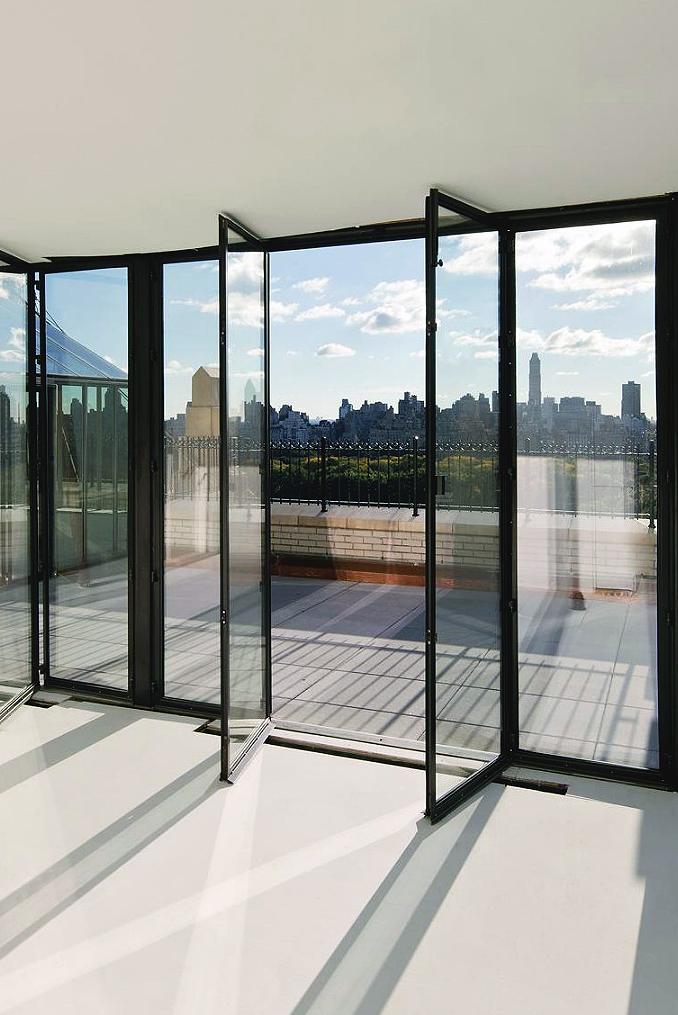 Extraordinary glass balcony with view of NY skyline ITCHBAN.com.jpg