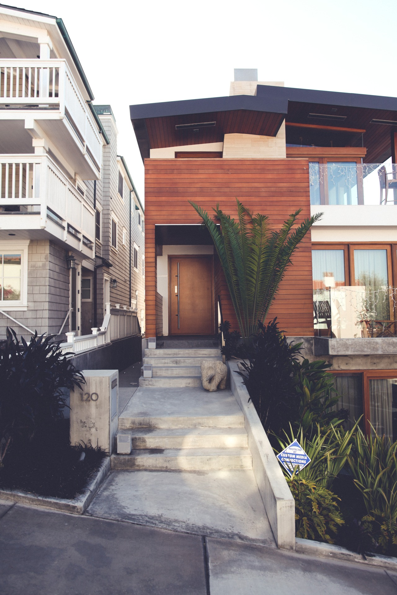 Beach side styled house architecture ITCHBAN.com