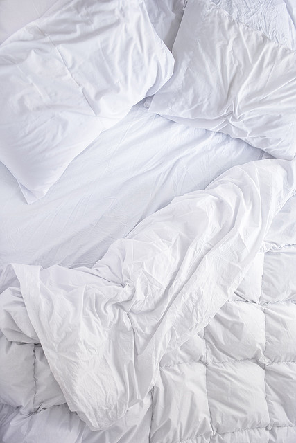 Comfortable White Blanket and sheets ITCHBAN.com