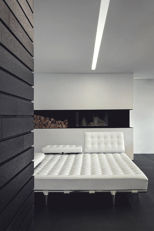 White chill bed relaxing ITCHBAN.com.jpg