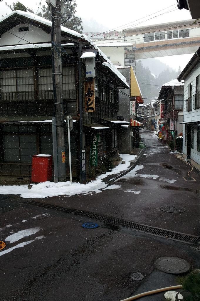 Snowing Japan town buildings ITCHBAN.com