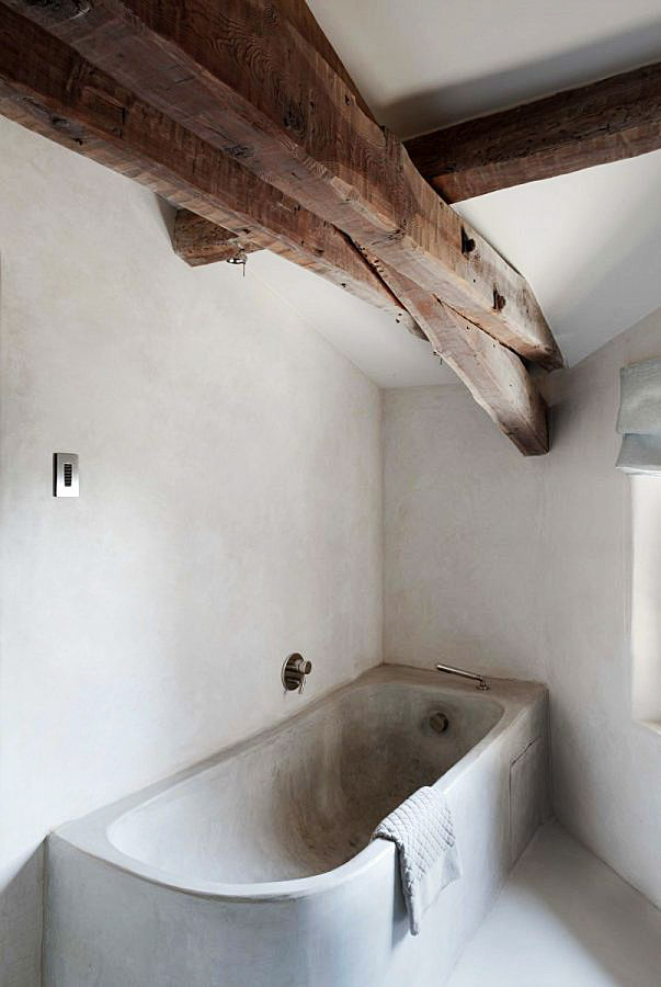 Concrete bathtub and bathroom with wooden beams ITCHBAN.com