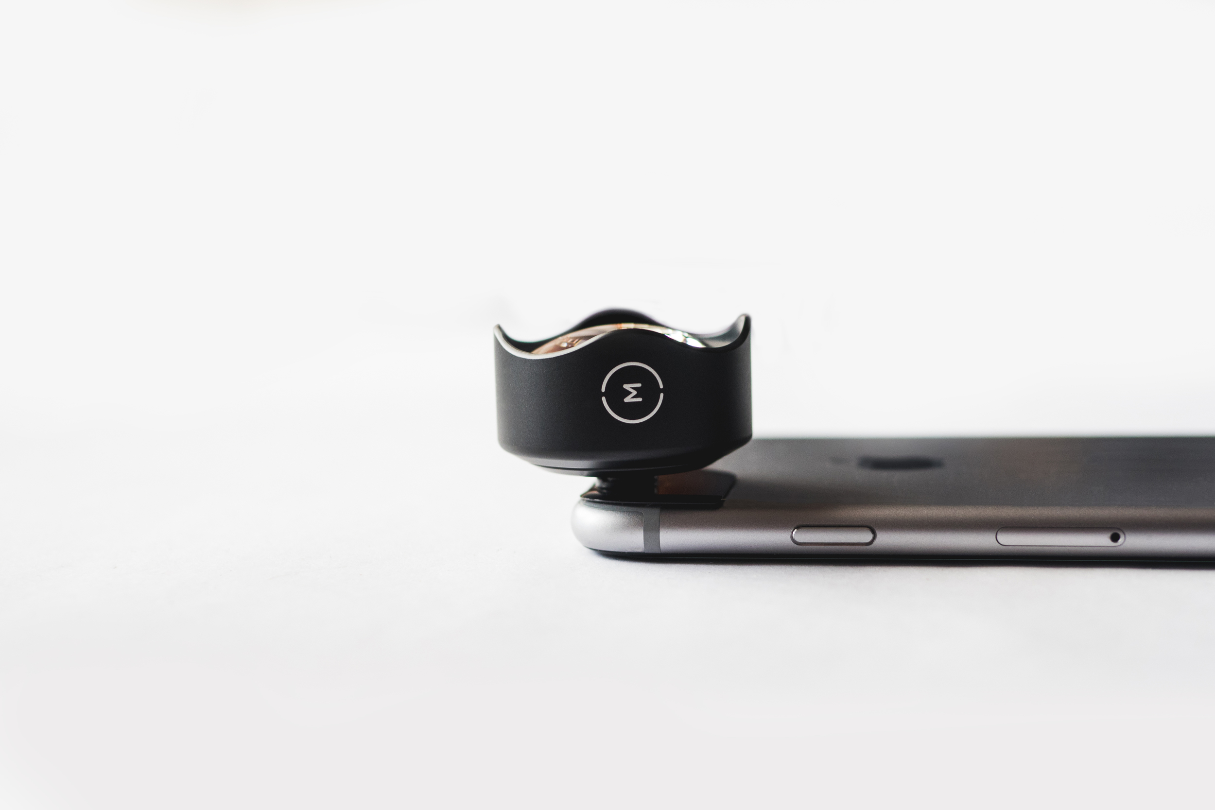 MOMENT LENS WIDE FOR IPHONE 6 PLUS SIDE PROFILE.jpg