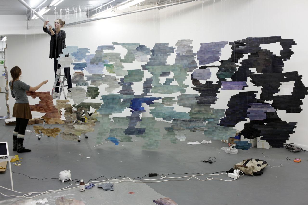 installing in  London  with  Sanne Kabalt  en  Laura van Rijs