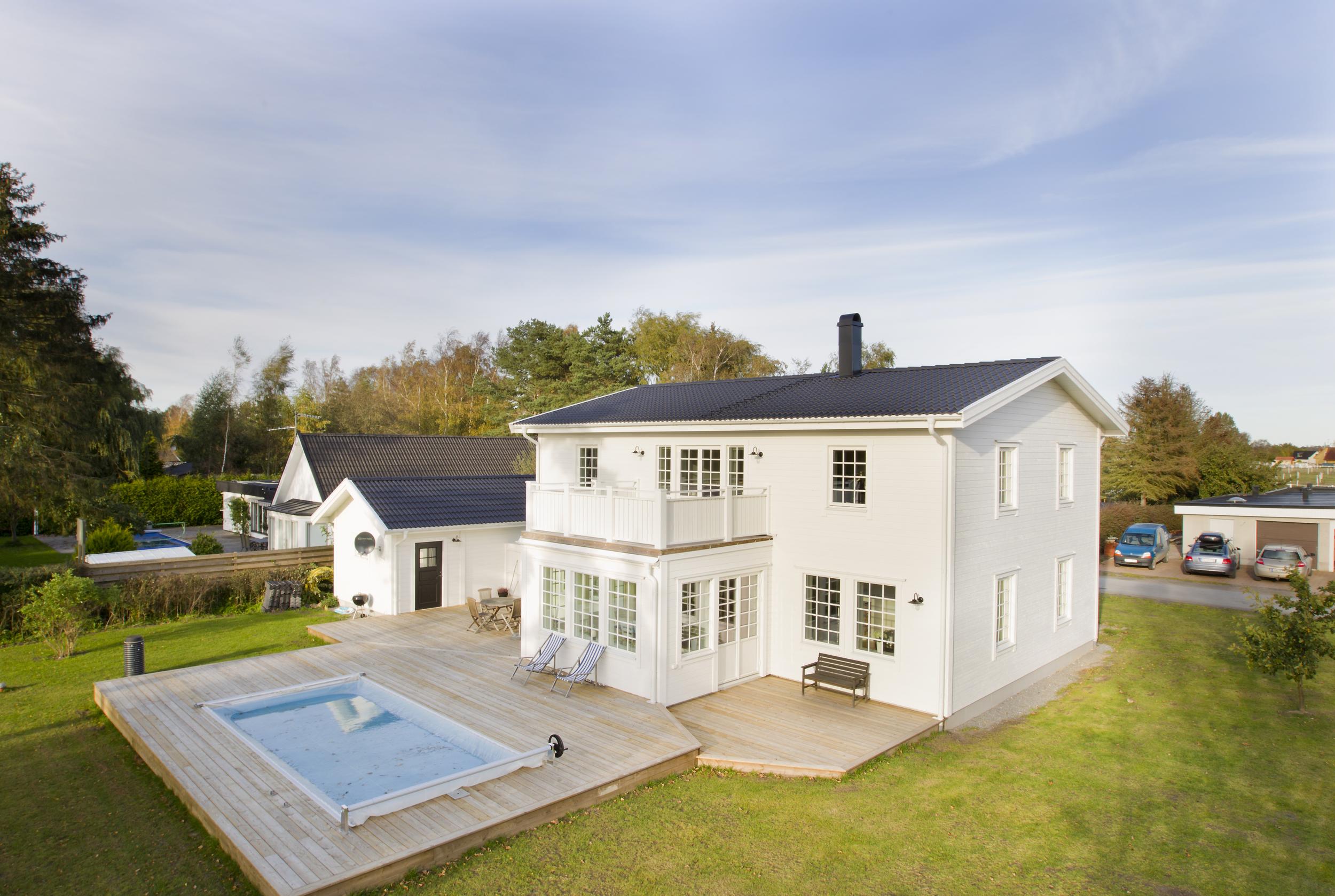Stor 2 plansvilla med pool