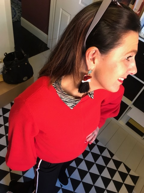 These large earrings are from  Belle Modelle . I like to wear statement earrings in the day to add a fashion twist to an outfit. Here I've worn them with a sporty style.