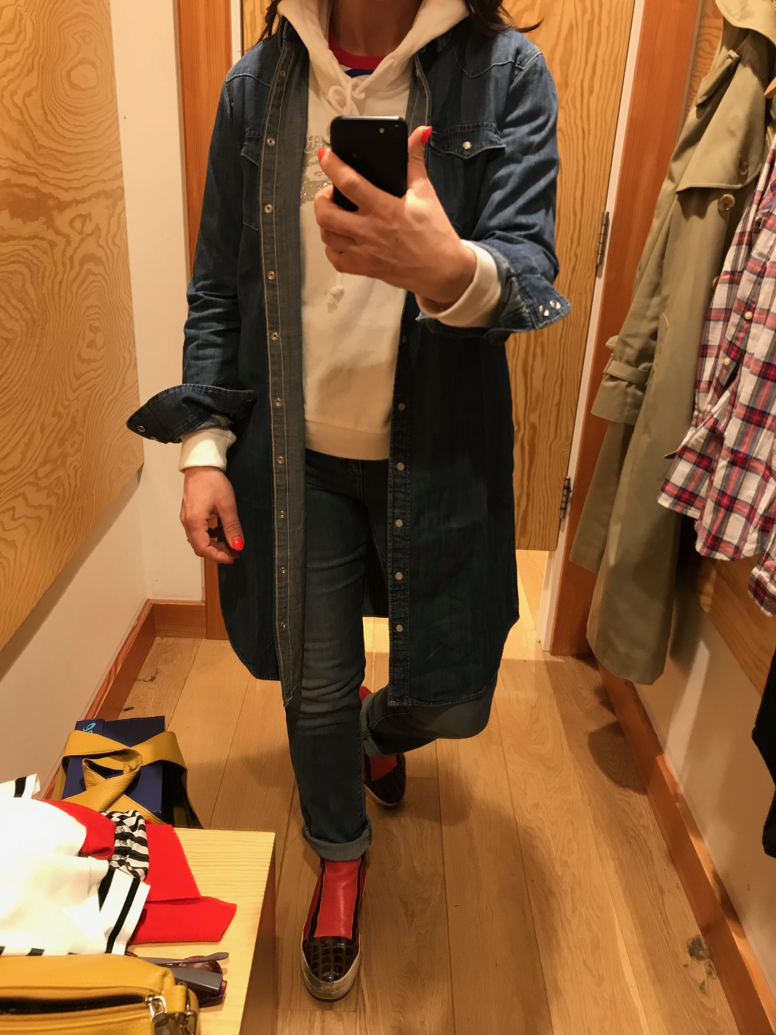 Levis 724 High Rise / Denim Shirt Dress / White Hoodie