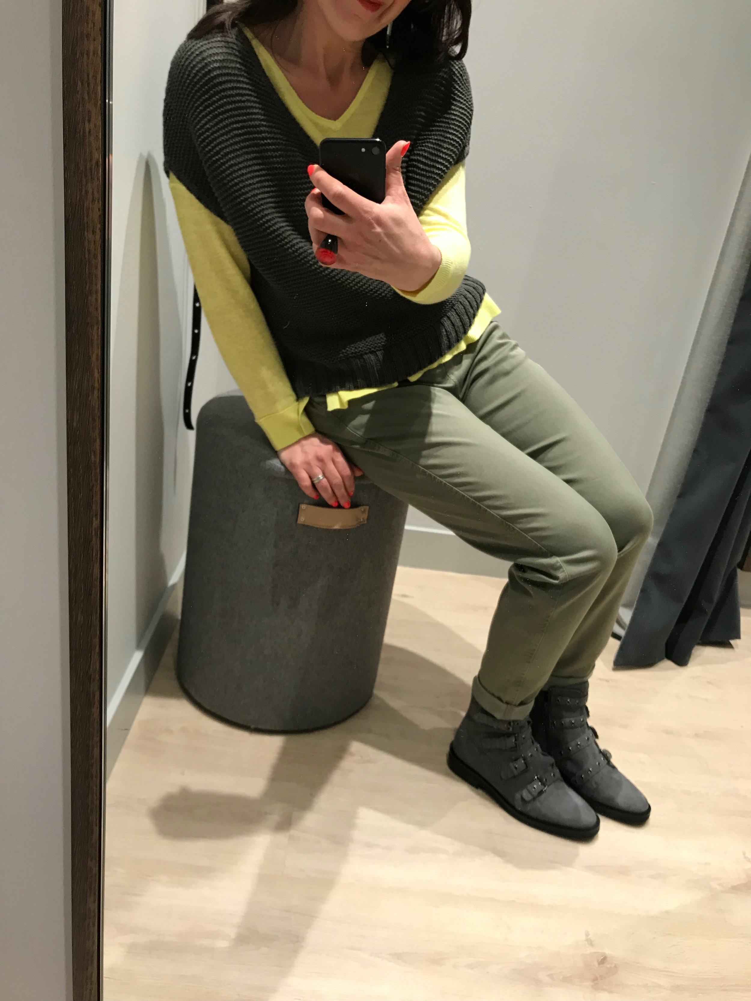 Yellow fine knit / Khaki chinos / Yellow fine knit top