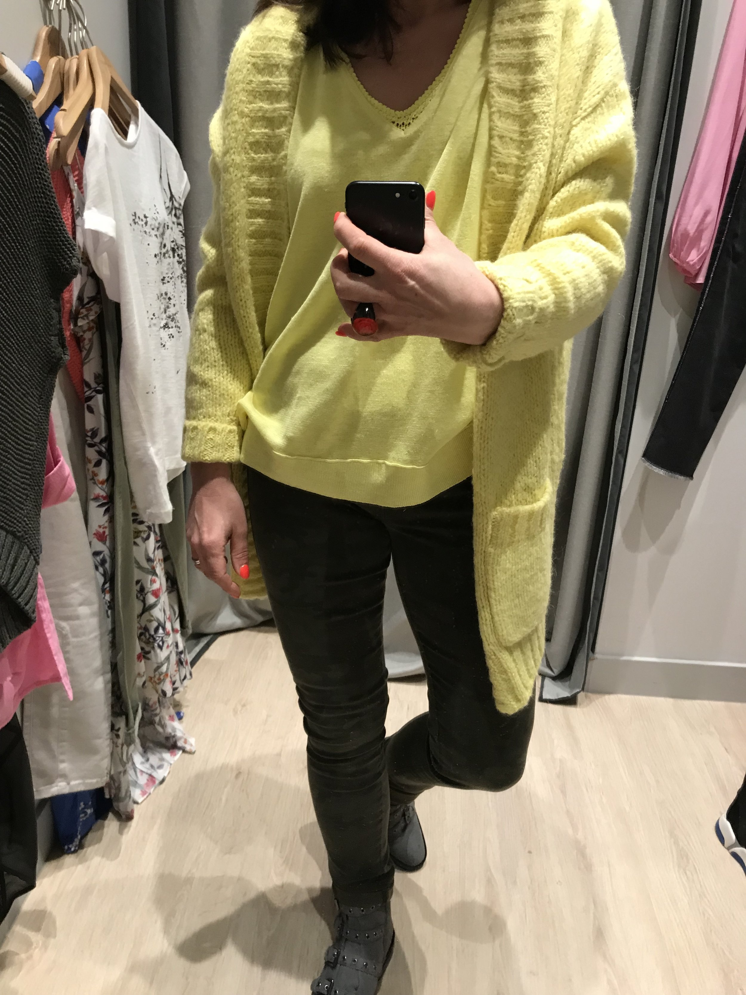 Cardigan / Yellow top / Camouflage jeans