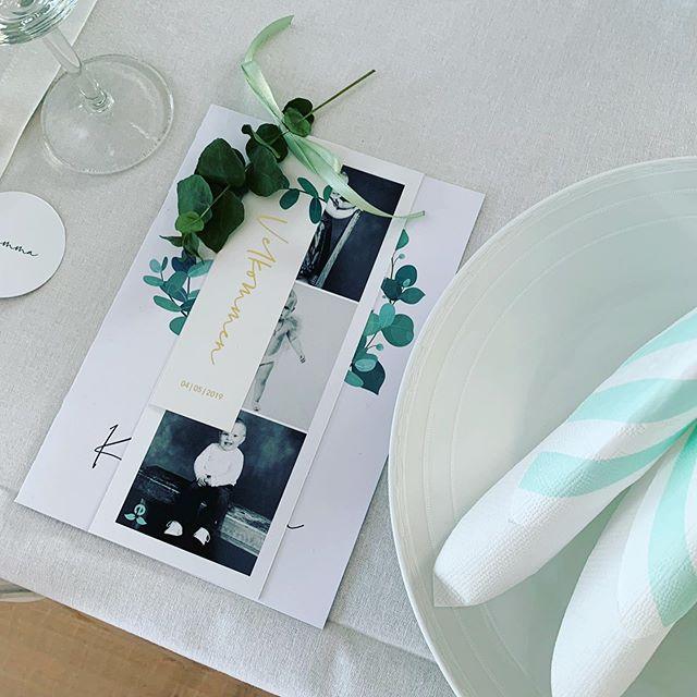 Vi lager alle trykksaker til bryllup, konfirmasjon, dåp og alle festlige anledninger. Ønsker du et mer eksklusivt uttrykk? Vi trykker både gull og sølv og topper det hele med en folie som gir et flott uttrykk. Ta kontakt da vel! #trykkeri #trykksaker #grafiskdesign #design #gulltrykk #sølvtrykk #folie #invitasjon #bordkort #meny #konfirmasjon #bryllup #dåp #fest