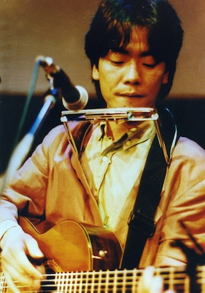 Going back even further, artists like Kim Kwang-Seok (김광석) (picture above) and Yoo Jae-Ha (유재하) pioneered the folk and singer-songwriter culture in Korea with their brilliant songs reminiscent of Bob Dylan and Simon & Garfunkel.      ©Korea Times file