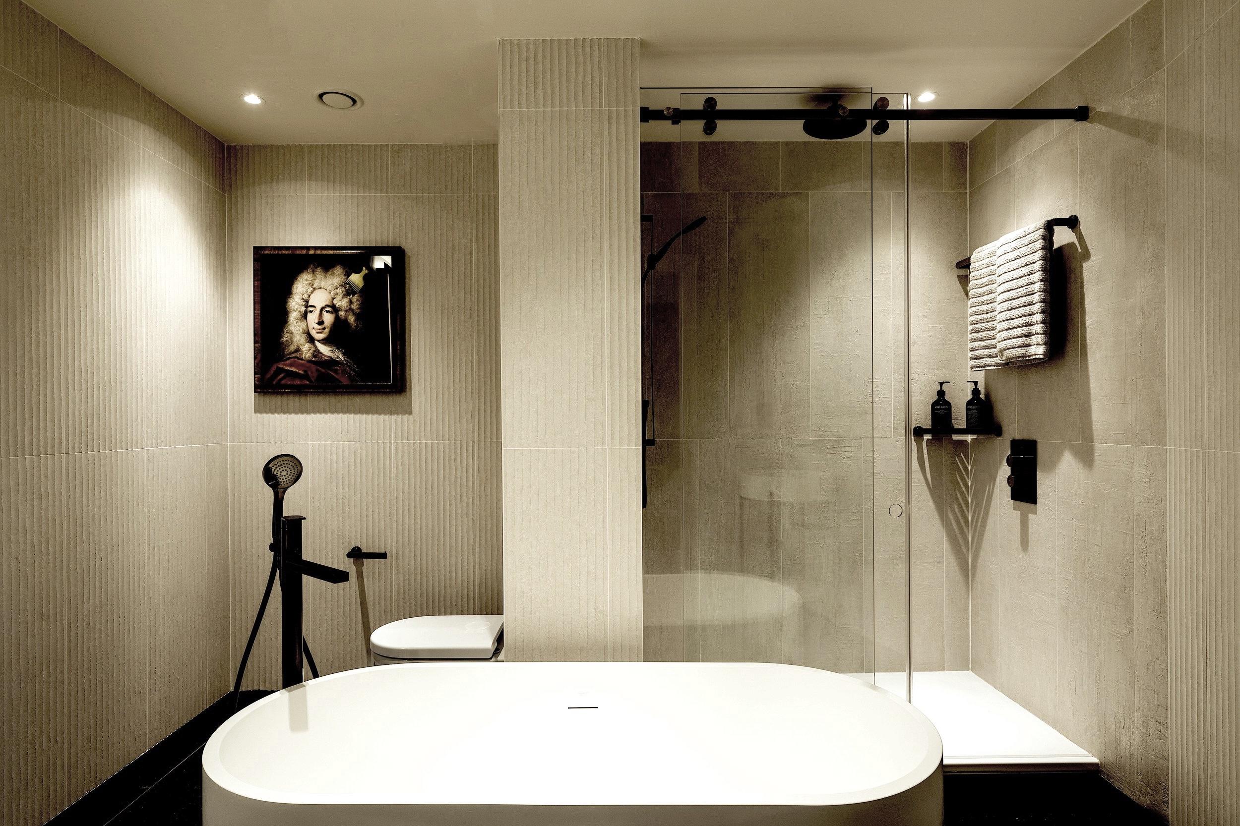 Bankside+Biggest+suite+bath+3+-+credit+PJ.jpg