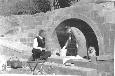 Fletcher Steele, Mabel Choate and terrier choosing paint colors! (from Periodhomes.com)