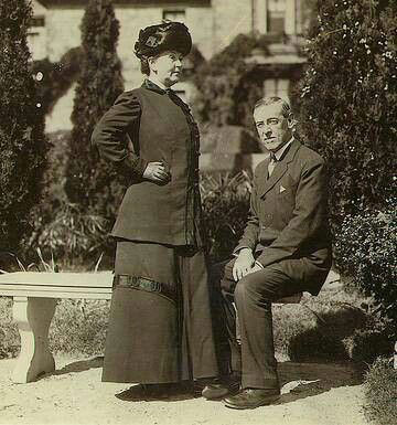 Woodrow Wilson and Ellen Wilson in the garden of the Princeton University president's home, for which she did her own landscaping design. This was before Beatrix Ferrand was hired to redesign the Princeton campus. photo: Library of Congress