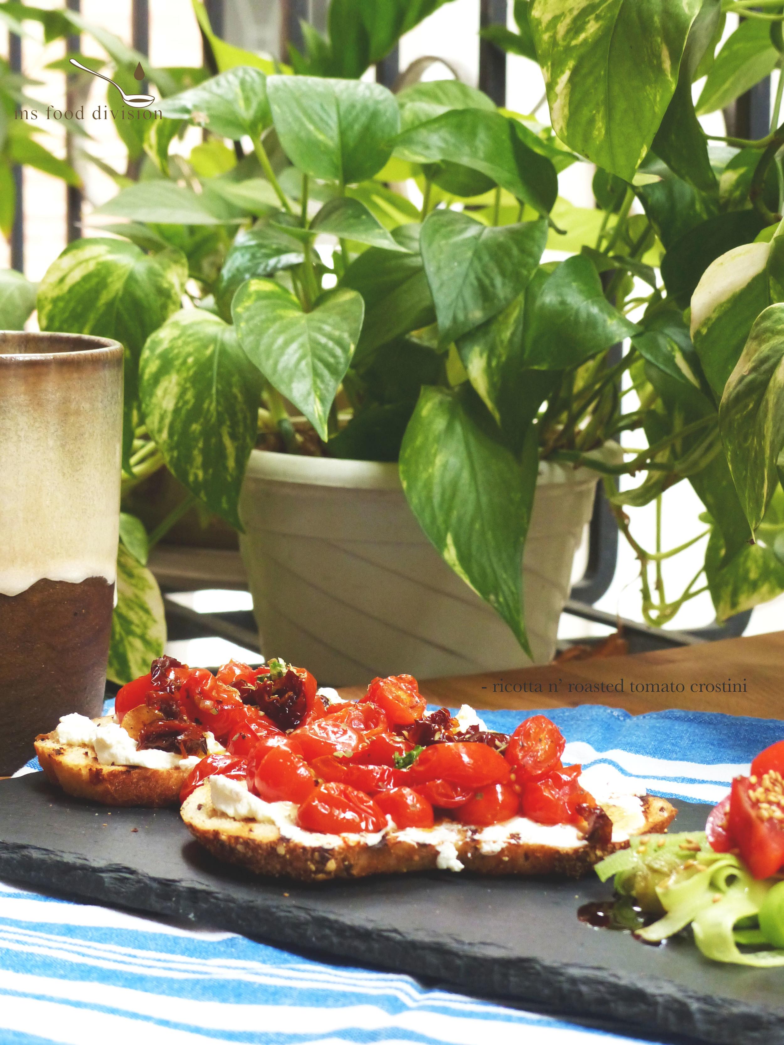 ricotta-tomato-crostini1.jpg