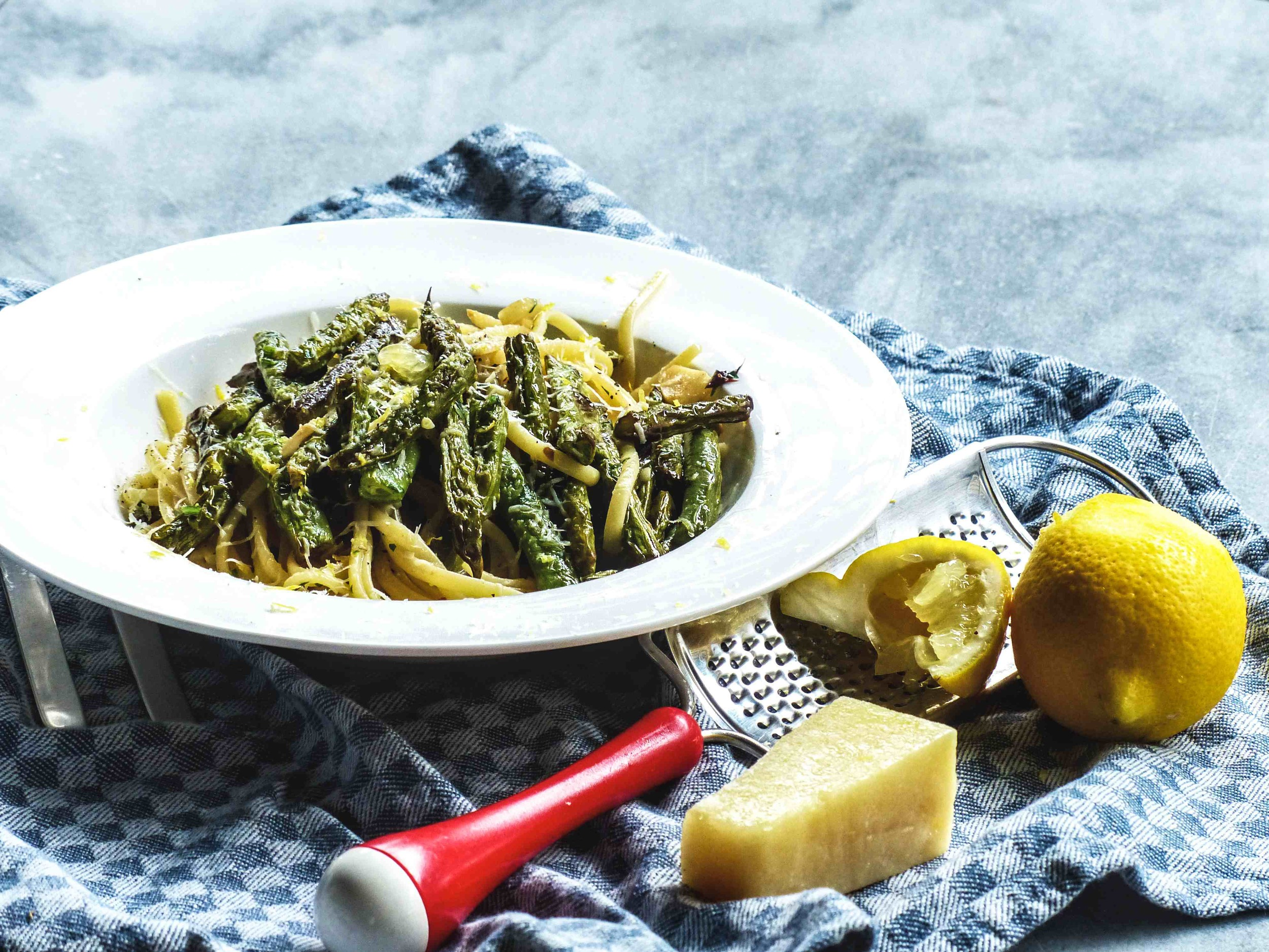 bean pasta with a hint of spiciness..    Servings: 1 person    Preparation Time: 10 minutes    Cooking Time: 15-20 minutes    Ingredients:   100-150g french beans, halved  100g pasta  1/2 lemon zest  1/2 chili, deseeded, finely chopped  2 garlic cloves  1/2 cup vegetable stock/cooked pasta water  1/2 cup parsley pesto*  1-2 tbsp grated pecorino  extra-virgin olive oil    Instructions:     1) Bring a pot of salted water to boil, cook pasta according to its packaging label.    2) Preheat a sauce pan with 2-3 tbsp olive oil, cook the french beans on medium-to-high heat for 3-5 minutes. Put a lid on to avoid the oil spattered. Stiroccasionally toavoid burning the beans.     3) Add garlic and chili. Cook for 3-5 minutes, Reduce heat if the fire is too strong.     4) Add vegetable stock and simmer for 1 minute.     5) Add the cooked pasta to the saucepan. Mix well. Season. Heat off.     6) Add parsley pesto and mix well.     7) Serve the pasta with some grated pecorino, fresh lemon zest, and a twist of lemon juice.     * Parsley pesto is made of chopped parsley, garlic, and extra-virgin olive oil. Season.