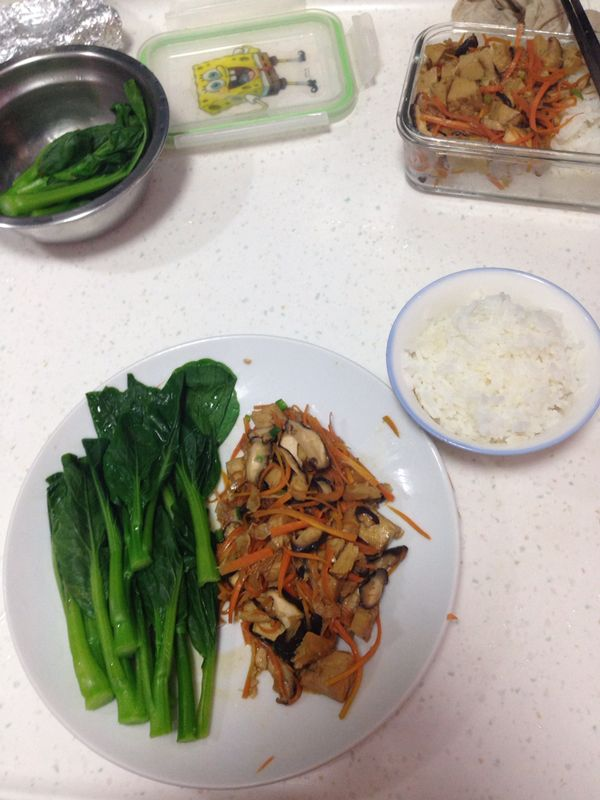 This was Clare's dinner the other night. That bean curd looks pretty good to me. :) With a little courage and motivation, we can definitely change a boring dish to become a vibrant meal!