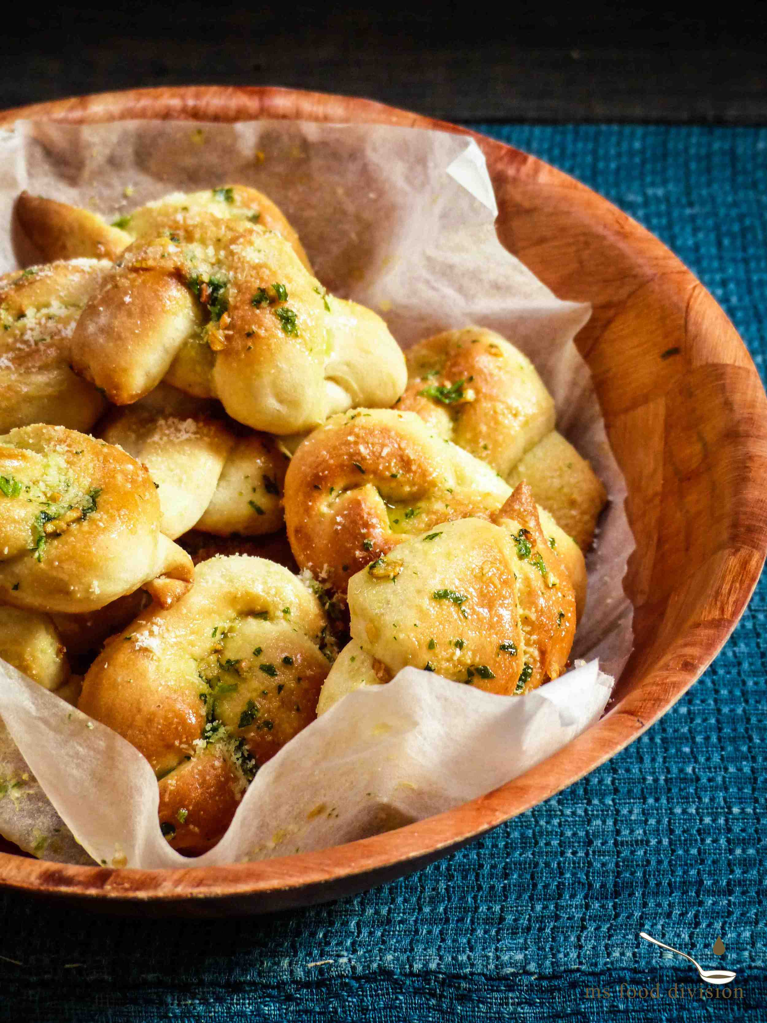 Garlicky butter pretzel knots :)