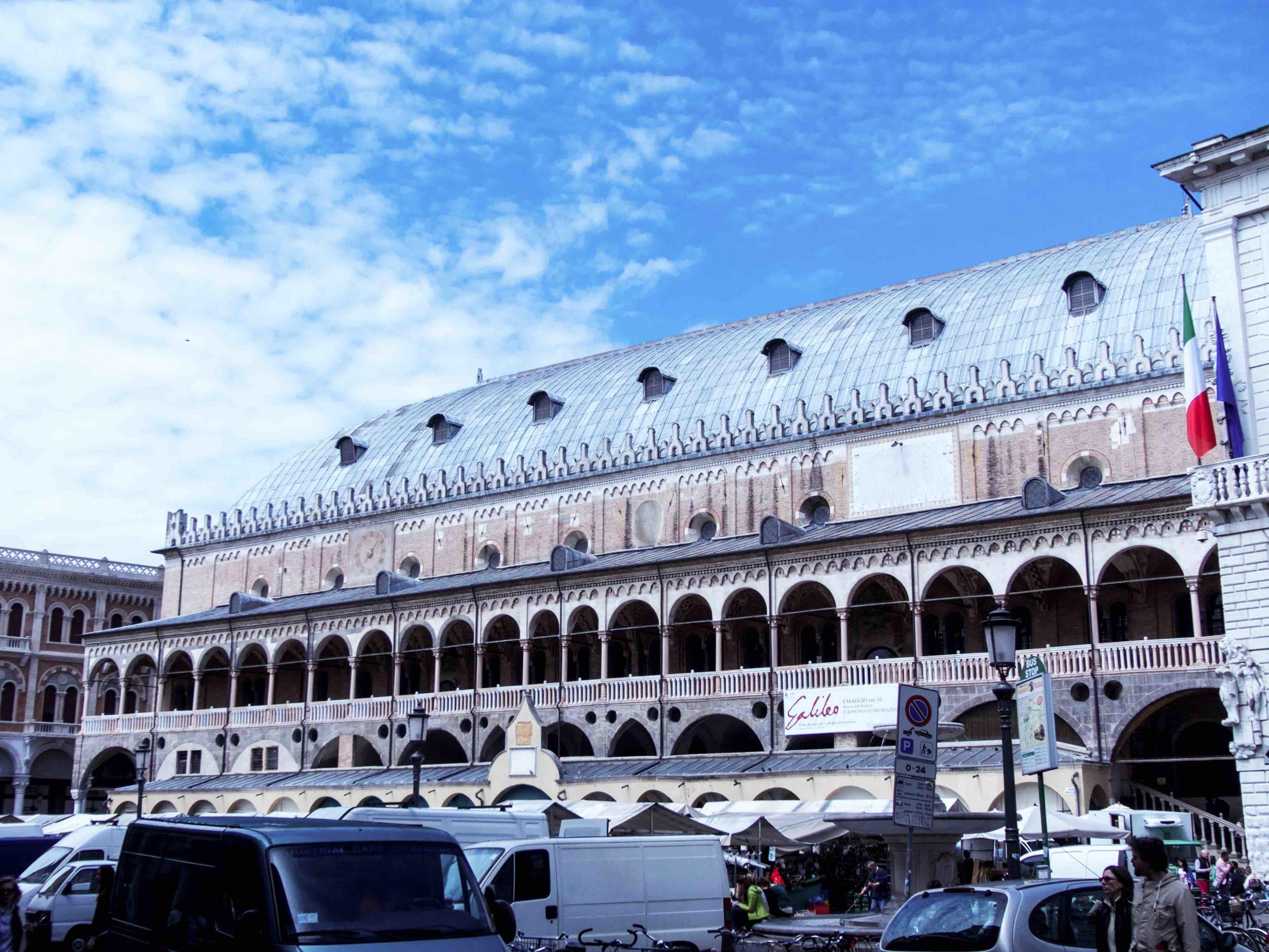 Il Salone e la Piazza is known asone of the tenbest markets in Italy