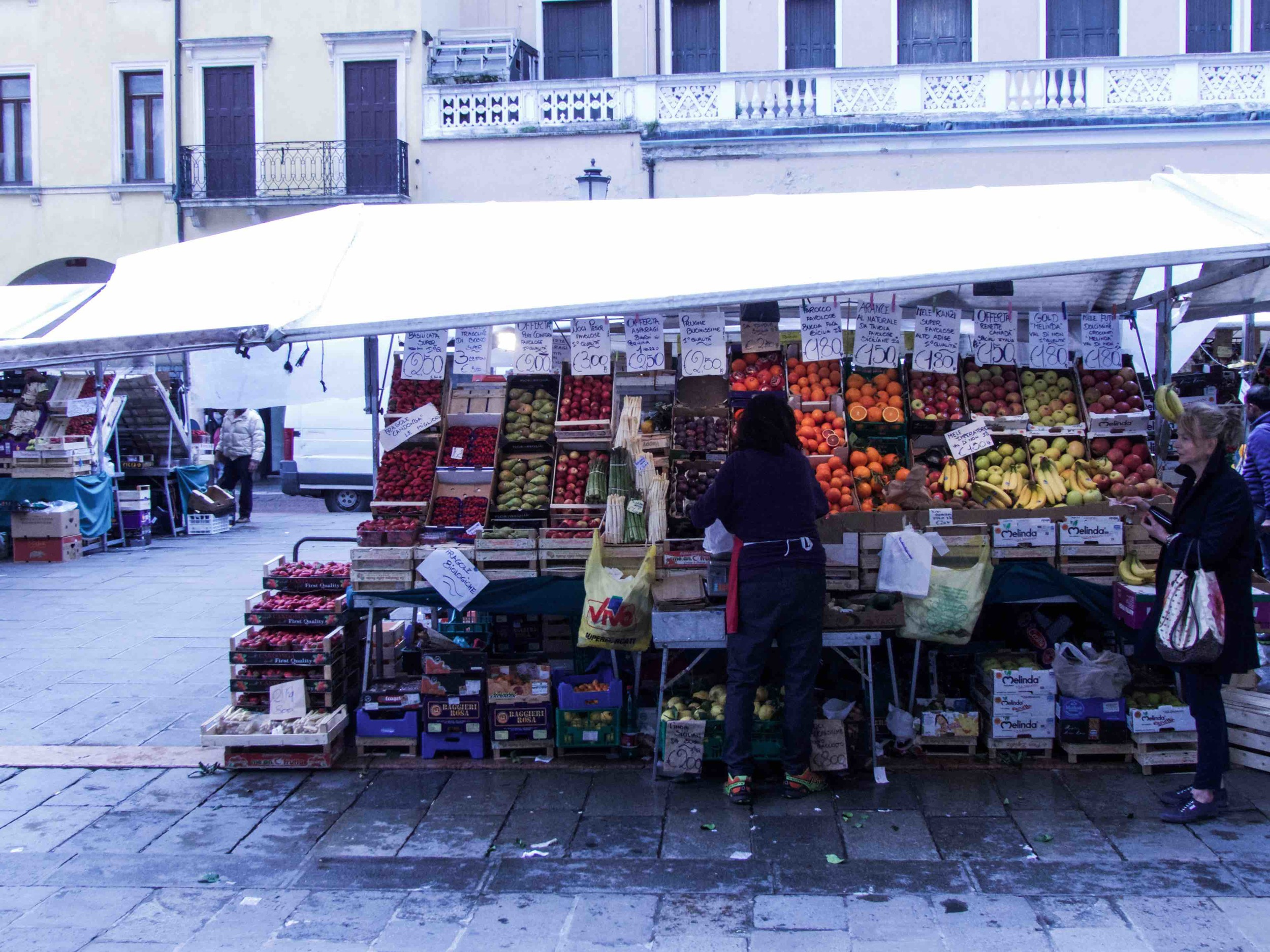 Vendors set up shop every morning but Sunday. So if you want to get some ultra-fresh produce, better get there before noon. :)