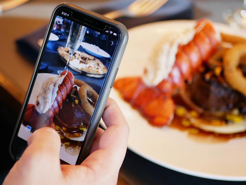 lobster-phone.png