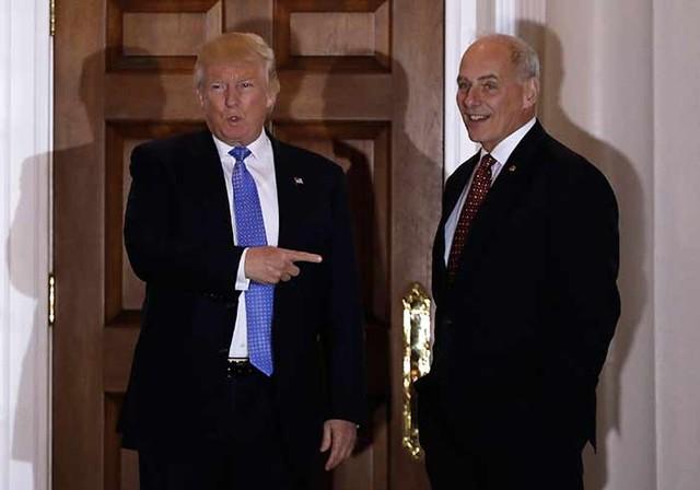 Donald Trump junto a John Kelly, nuevo encargado del Departamento de Seguridad Nacional.