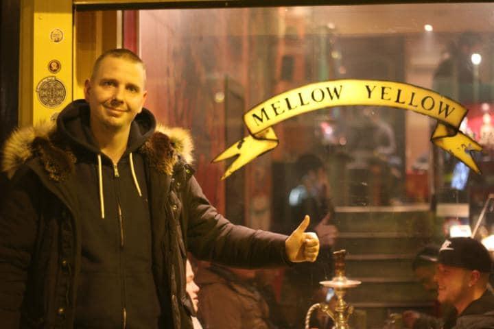 Johnny Petram, dueño de Mellow Yellow. Foto de David Haines.