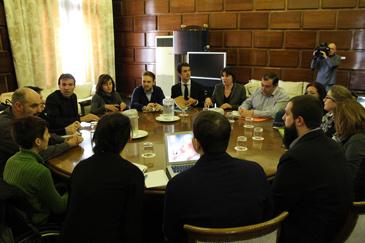 La mesa en la que se reunieron los diferentes grupos el pasado viernes 23 de febrero.