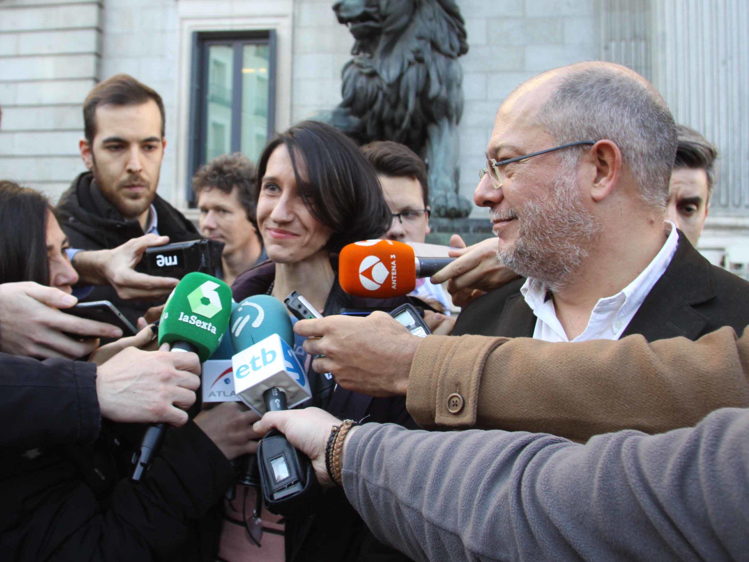 Carola Pérez, presidenta del Observatorio Español de Cannabis Medicinal y Francisco Igea de Ciudadanos, presentando la PNL ante el Congreso de los Diputados.