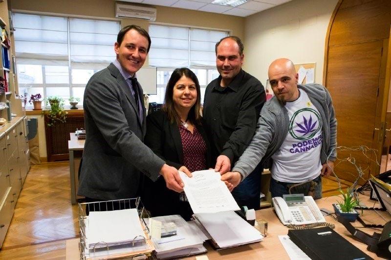 Presentación de la Proposición No de Ley que Regulación Responsable y Podemos presentaron en el pasado Senado el 22 de Marzo.