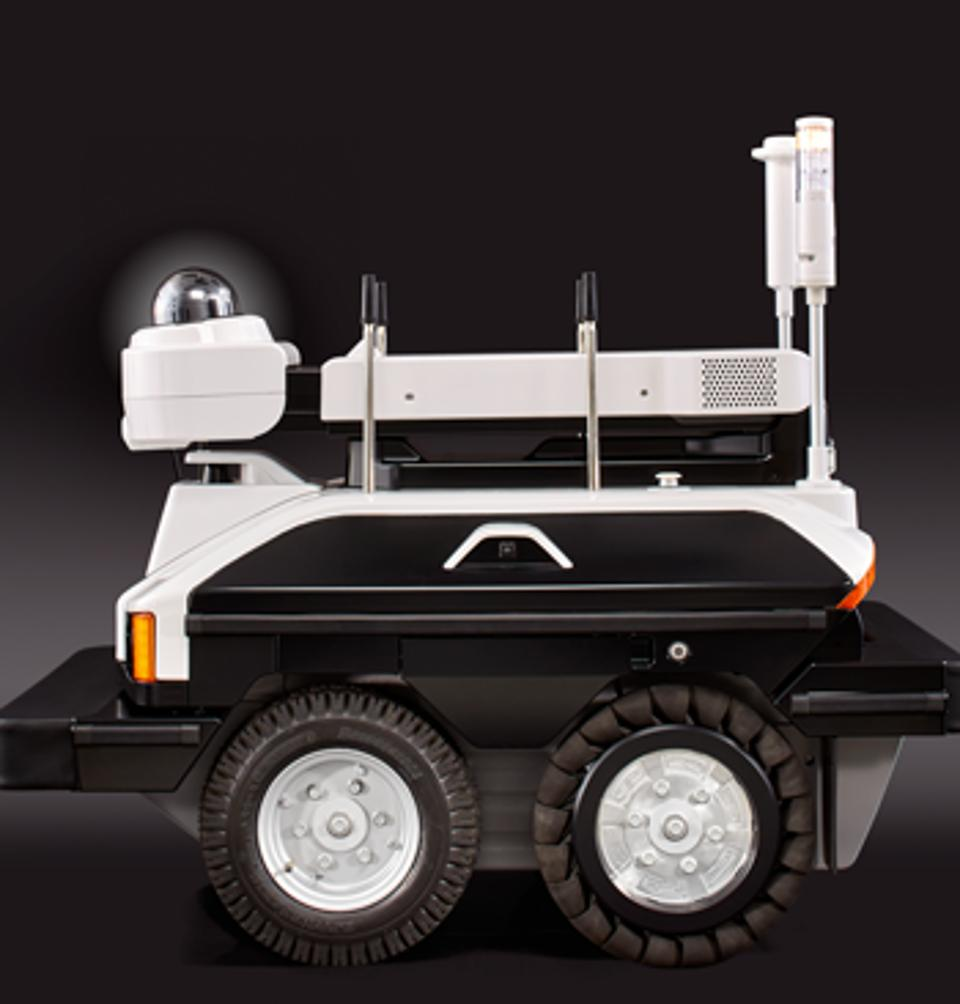 Un robot como éste, es el encargado de patrullar alrededor de algunas plantaciones de cannabis en Estados Unidos.