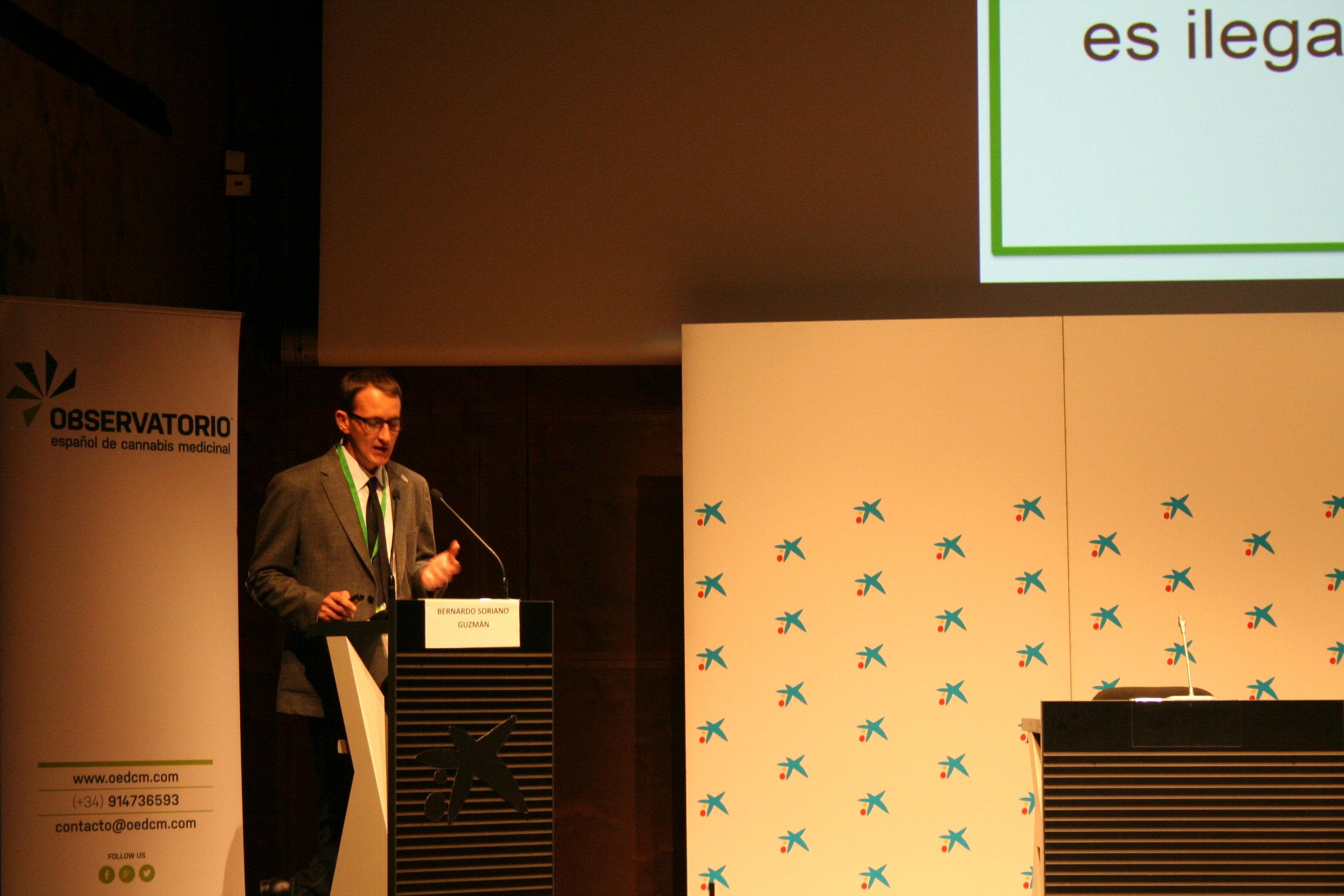 Bernardo Soriano durante su exposición sobre la legislación actual del cannabis en España.