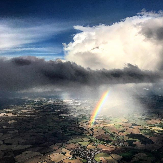 Flying into London yesterday 🌈