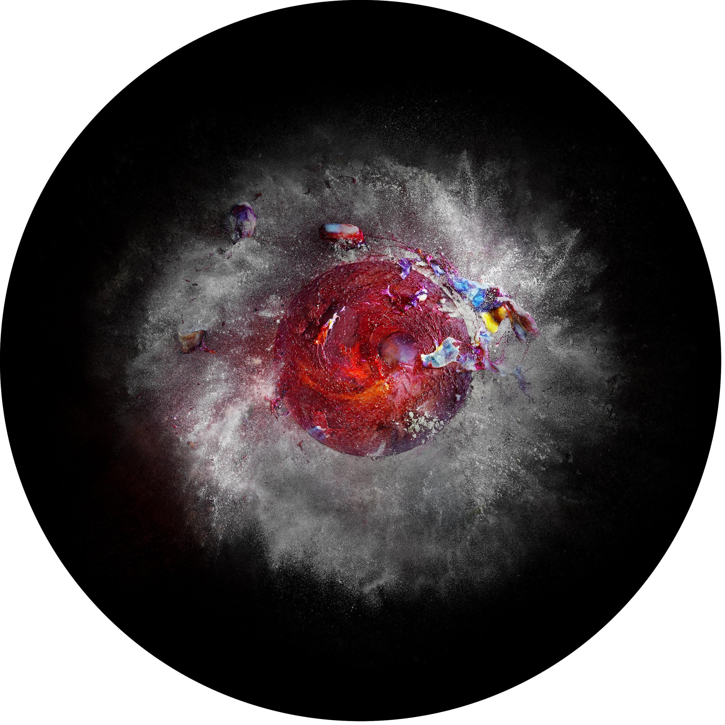 Nebula  Luminária: Cúpula em alumínio com pintura eletrostática e impressão Jato de tinta em Duratrans  edição de 3  Diâmetro 73,5cm x altura 32cm
