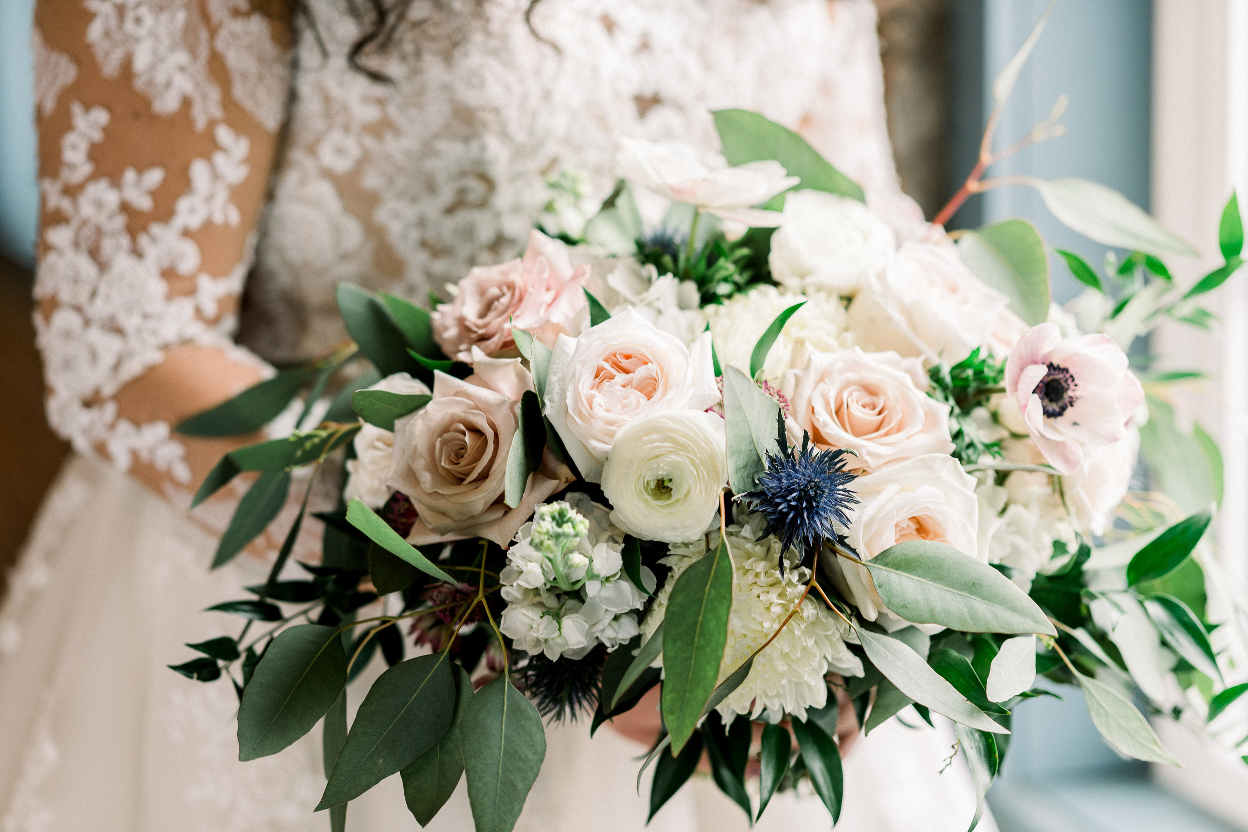Photo:  Renee Mellott Photography  Bouquet:  LB Floristry