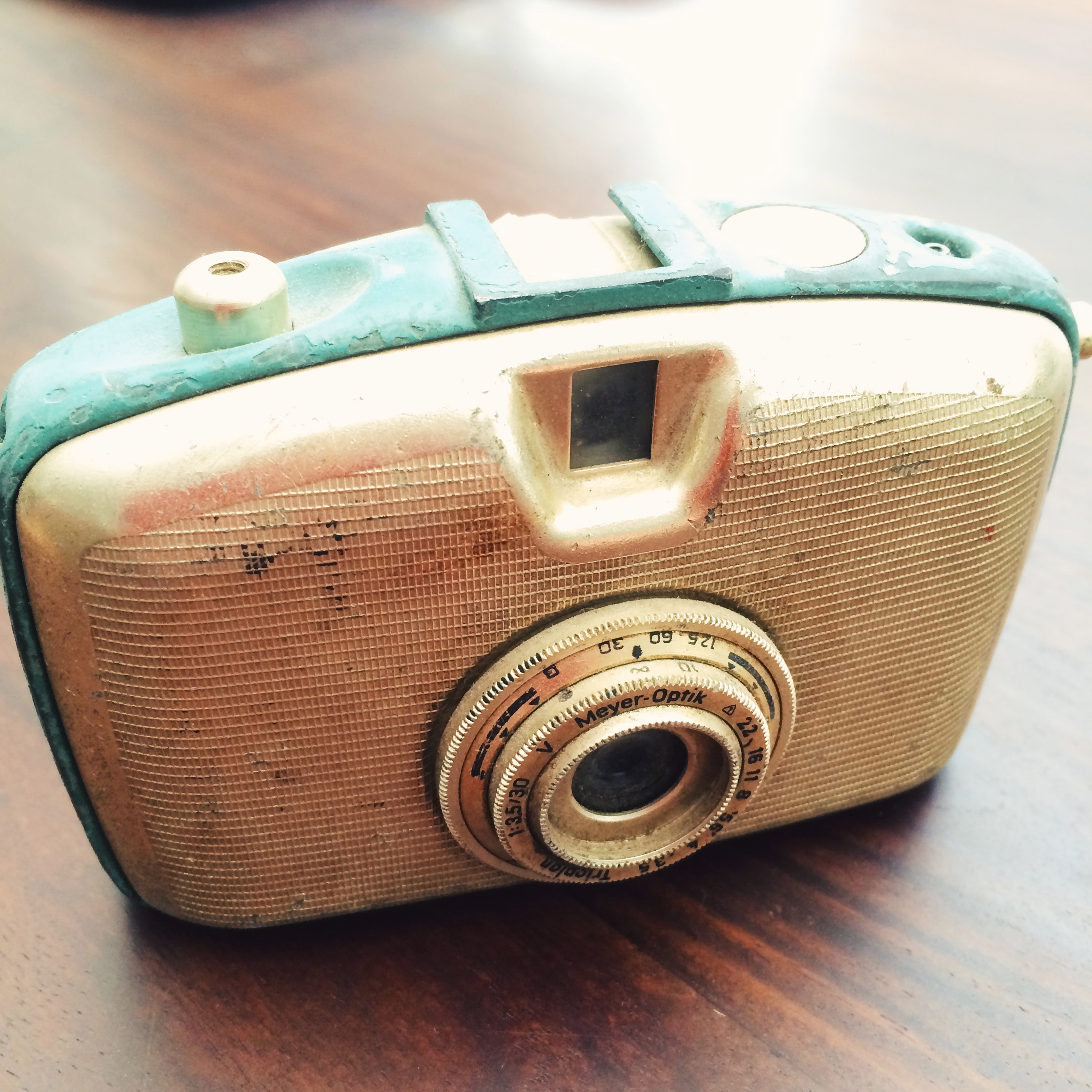 the blue-green edging on this old penti meyer-optik camera, found at a flea in sofia.
